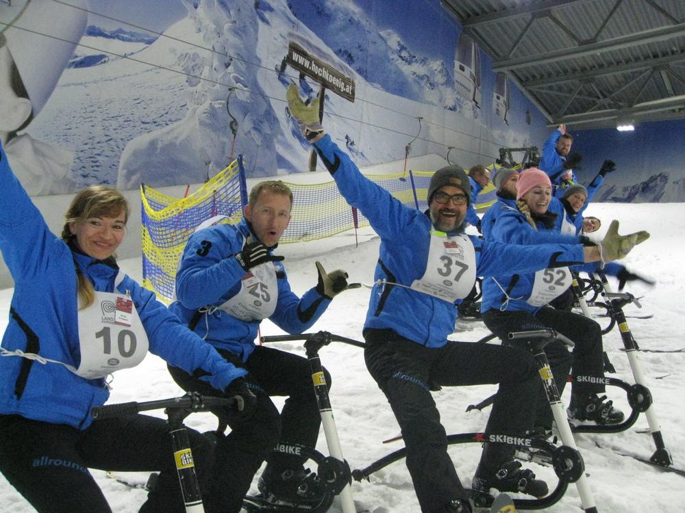 Die Gletscherbikes sorgen bei den Finalisten für gute Laune