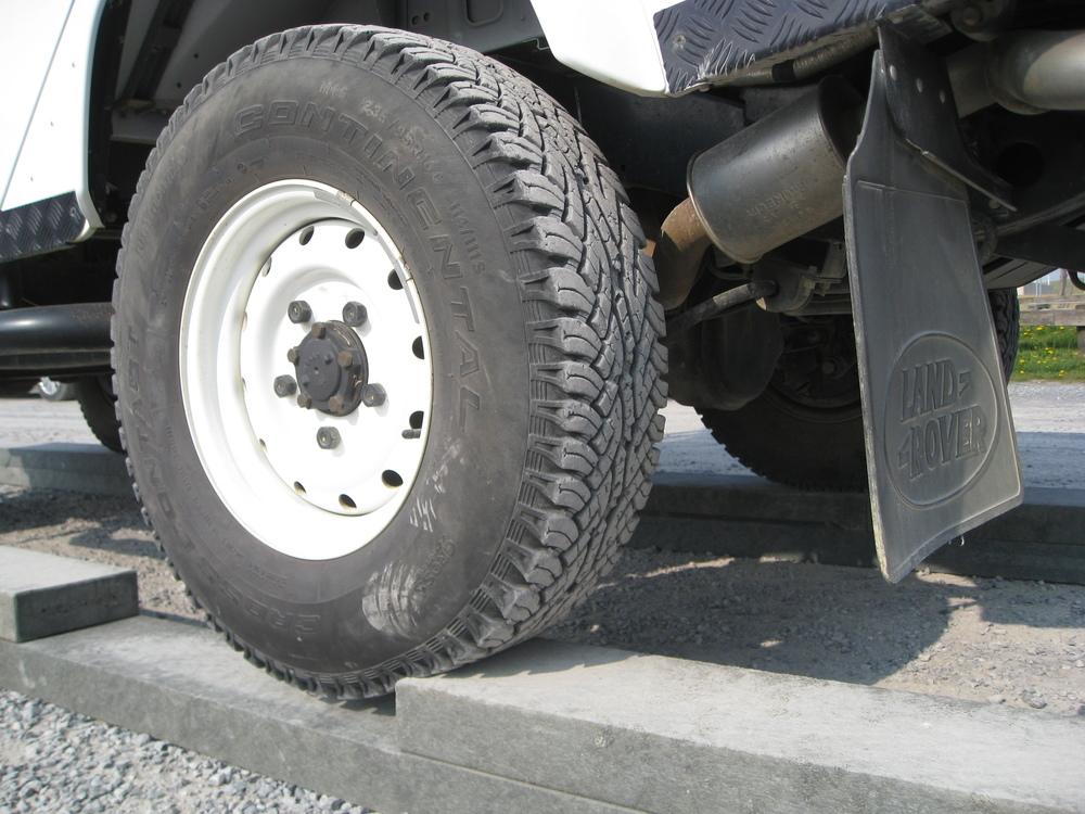 Strenge Regeln: Der Reifen darf den Boden in der Lücke nicht berühren