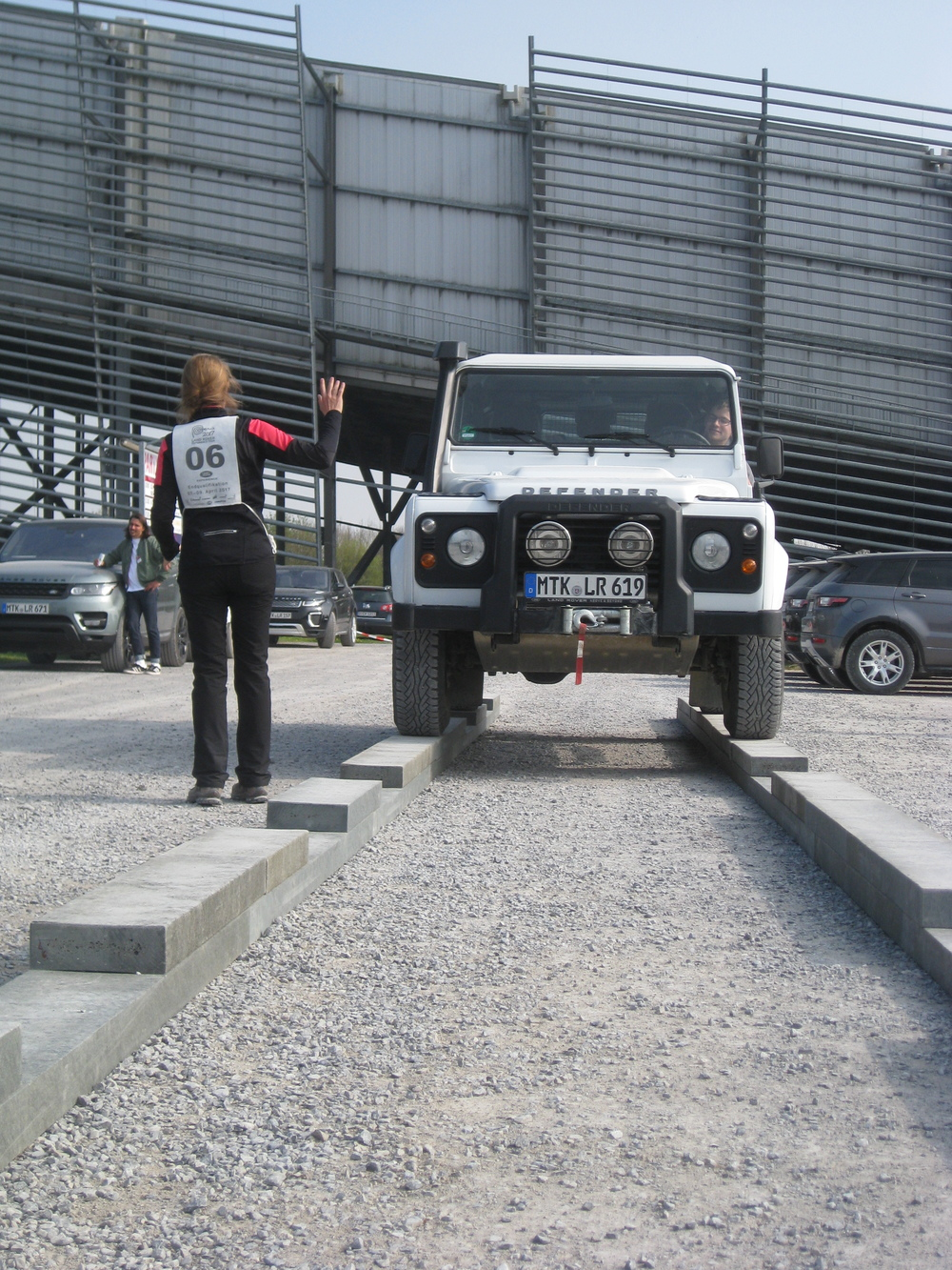 Teamwork mit dem Land Rover Defender