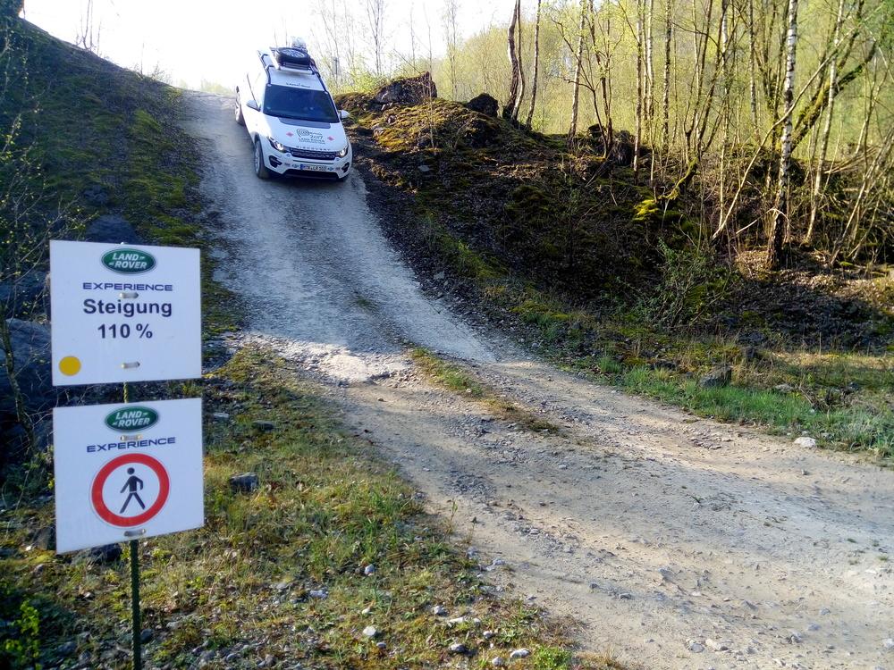 Die 110 Prozent Gefälle schafft der Land Rover ohne Probleme