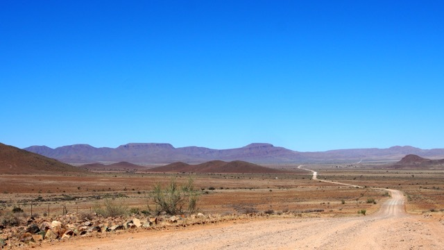 Auf den Weg in die Namib Wüste, Namibia © Foto Sabine Lueder