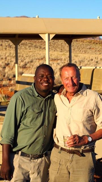 William, unser Guide, öffnet uns die Augen für die Pflanzen- und Tierwelt der Namib