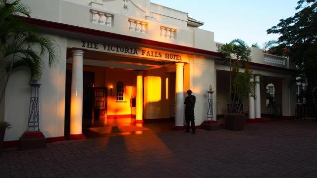 Legendär: Hotel Victoria Falls Simbabwe, Foto Sabine Lueder