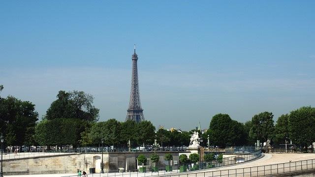 Blick auf den Eiffelturm, Paris / Frankreich, Foto Sabine Lueder