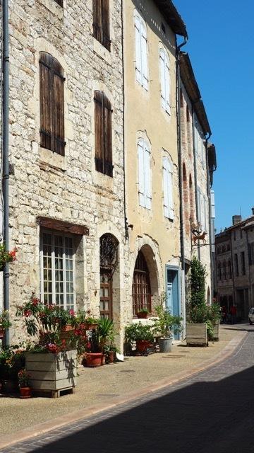 Typisch französische Städtchen in der Dordogne, Foto Sabine Lueder